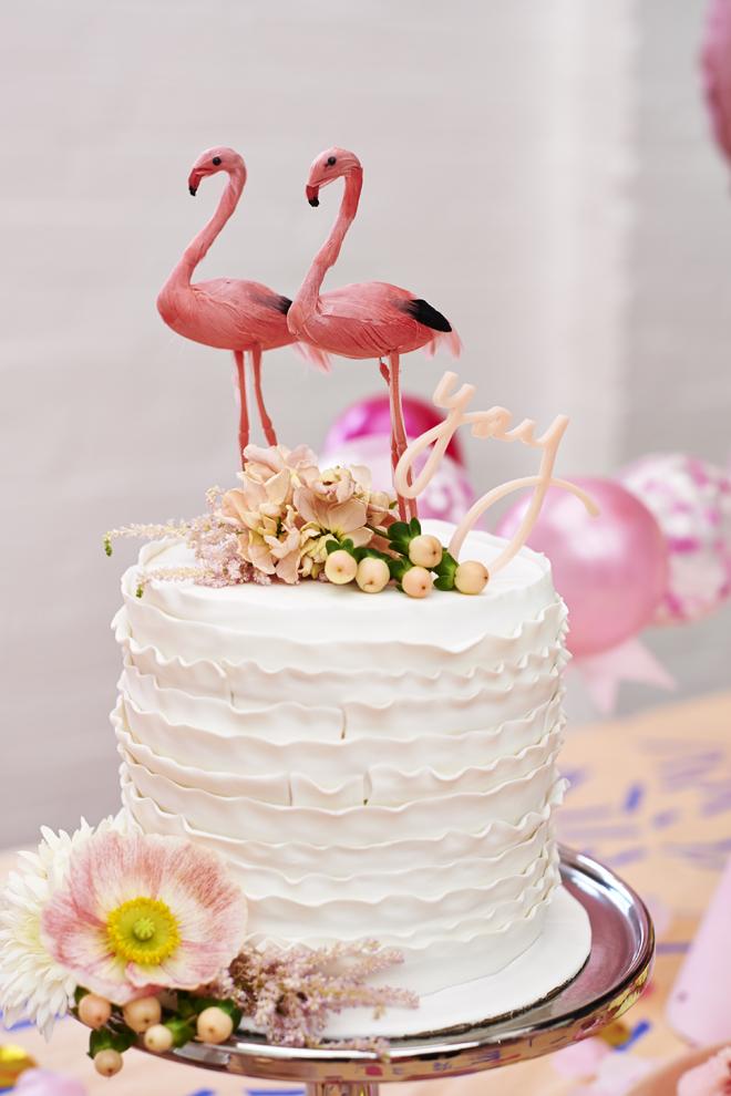 flamant rose cake toppers pikasworld d coration. Black Bedroom Furniture Sets. Home Design Ideas