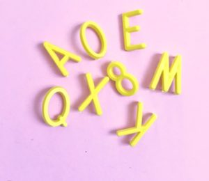 lettres-jaune-letters-board-vintage-retro